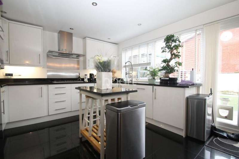 4 Bedrooms End Of Terrace House for sale in Grove Road