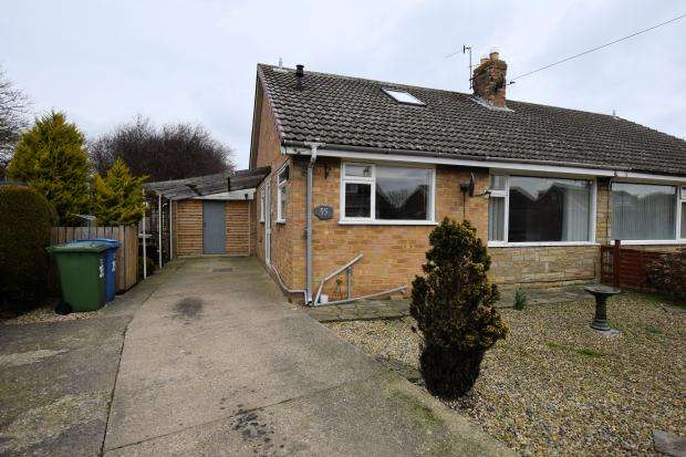 2 Bedrooms Semi Detached Bungalow for sale in West Garth Gardens, Cayton, Scarborough, North Yorkshire YO11 3SF