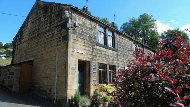 2 Bedrooms End Of Terrace House for sale in Twist Clough Cragg Vale Hebden Bridge