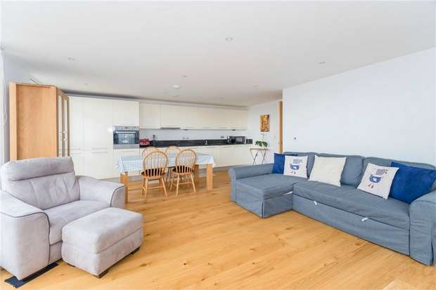 2 Bedrooms Flat for sale in Rivington Apartments, Railway Terrace, SLOUGH, Berkshire