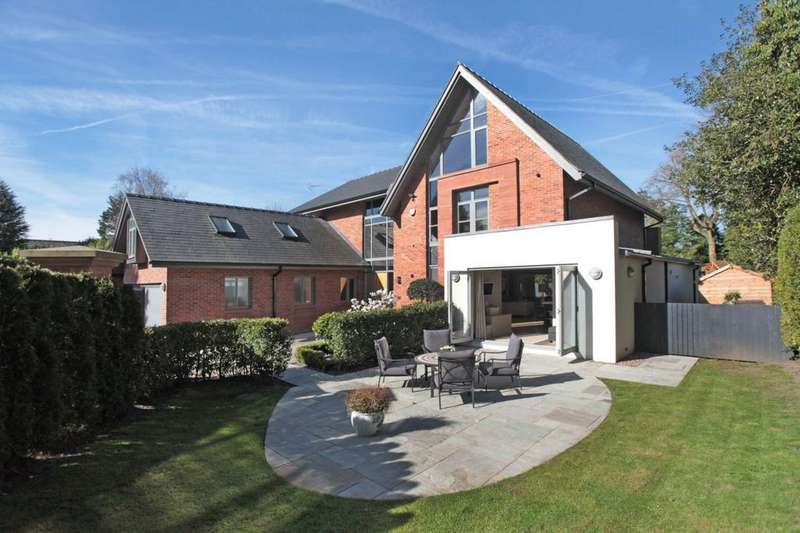 5 Bedrooms Detached House for sale in Park Lane, Hale