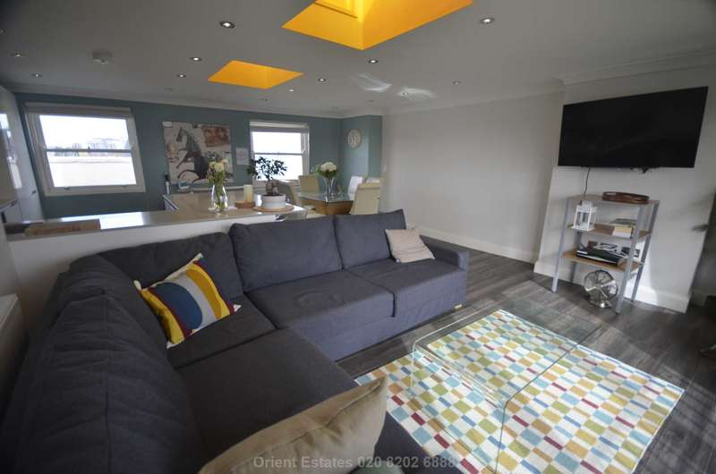 3 Bedrooms Penthouse Flat for sale in Fulham Road, Fulham
