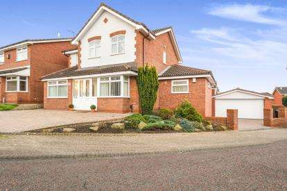 4 Bedrooms Detached House for sale in Fox Covert, Runcorn, Cheshire, WA7