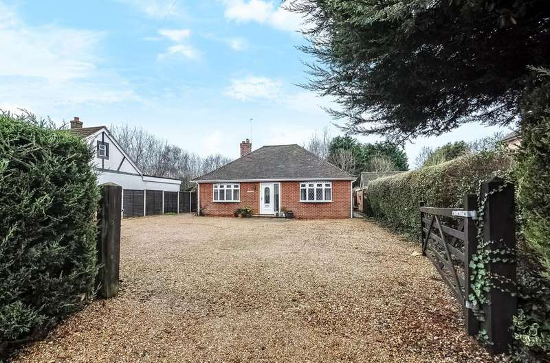 2 Bedrooms Detached Bungalow for sale in Havant Road, Hayling Island, PO11