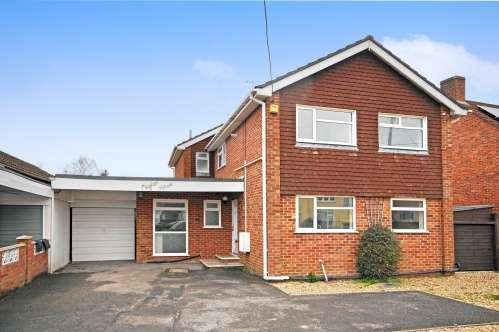 5 Bedrooms House for sale in Ashurst Road, West Moors, Ferndown, Dorset