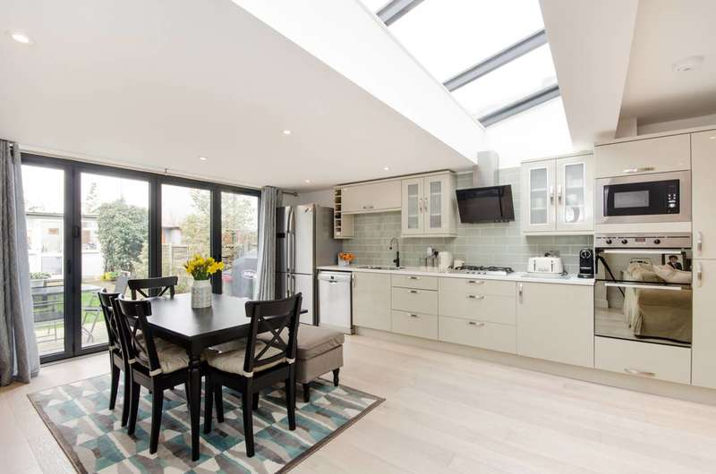 3 Bedrooms Terraced House for sale in Windermere Road, Streatham Vale, SW16