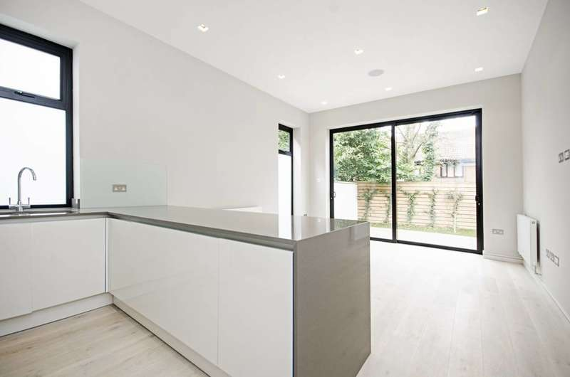 2 Bedrooms Flat for sale in Woodside Grange Road, Woodside Park, N12
