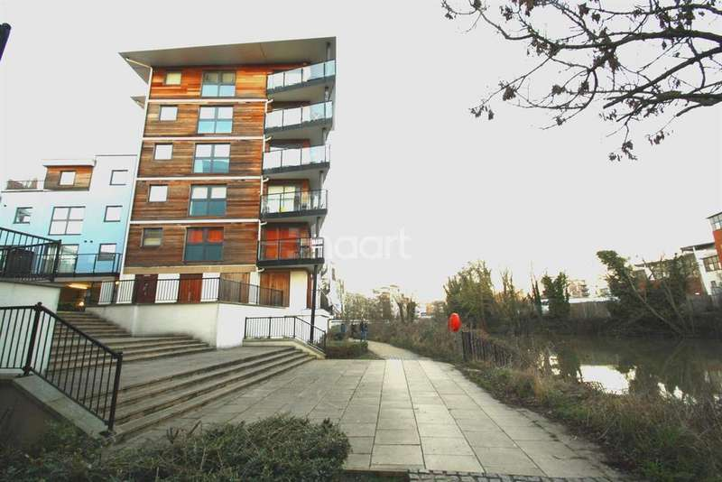 2 Bedrooms Flat for sale in Clifford Way, Maidstone, Kent, ME16 8GD