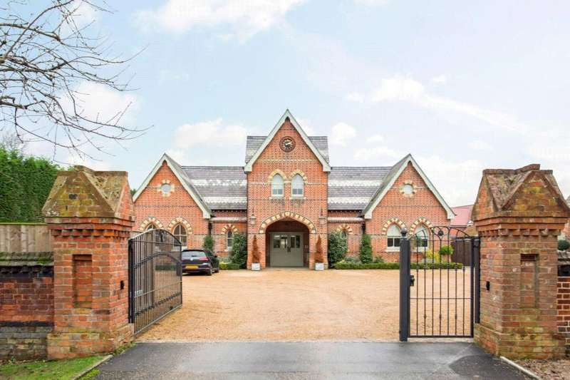 3 Bedrooms Semi Detached House for sale in The Stables, Trueloves Lane, Ingatestone, Essex, CM4