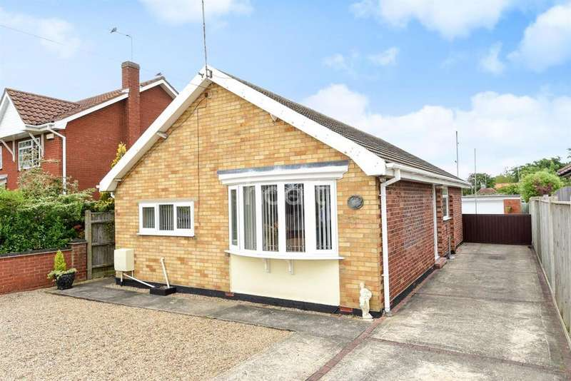 3 Bedrooms Bungalow for sale in Grange Road, Lowestoft