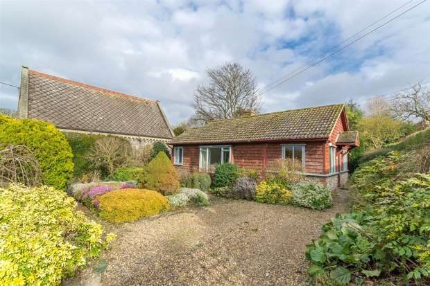 2 Bedrooms Detached Bungalow for sale in Easter Cottage, Great Walsingham