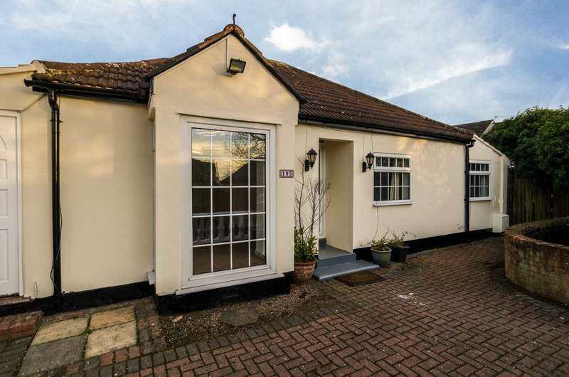 3 Bedrooms Bungalow for sale in Northcray Road, Sidcup, DA14 5LT