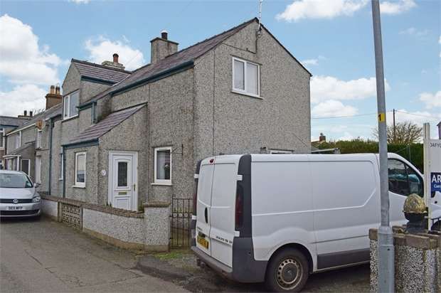 3 Bedrooms End Of Terrace House for sale in Pencarnisiog, Pencarnisiog, Ty Croes, Anglesey