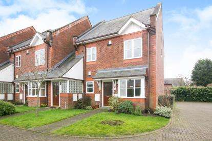 2 Bedrooms Flat for sale in The Mews, Macclesfield Road, Holmes Chapel, Crewe