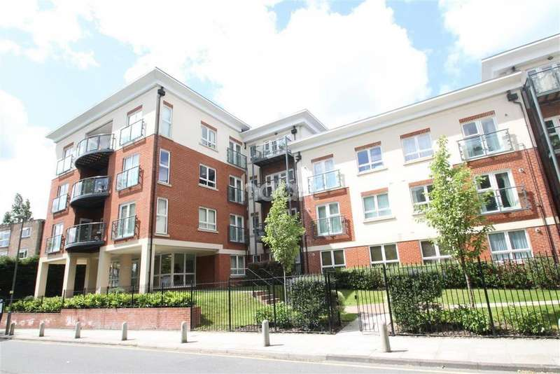 2 Bedrooms Flat for sale in Bramley Court, 19 Orchard Grove
