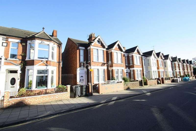 3 Bedrooms End Of Terrace House for sale in Hurst Grove, Bedford, MK40