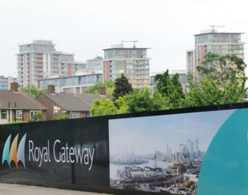 2 Bedrooms Apartment Flat for sale in Thames Tower, Royal Gateway, Jude Street