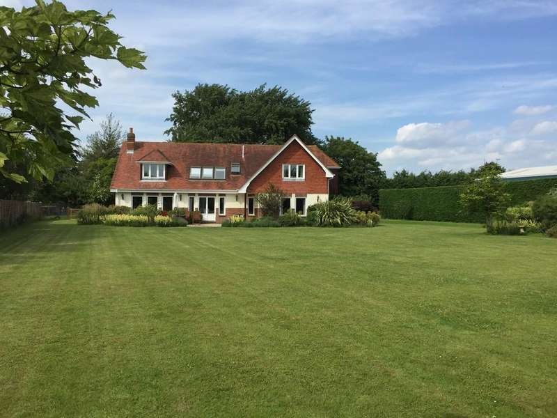 4 Bedrooms Detached House for sale in Vinnetrow Road, Runcton