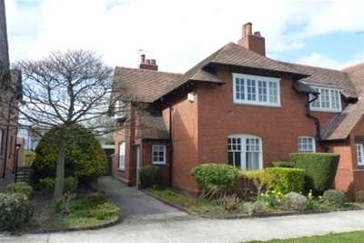 2 Bedrooms Semi Detached House for rent in Bolton Road, Port Sunlight