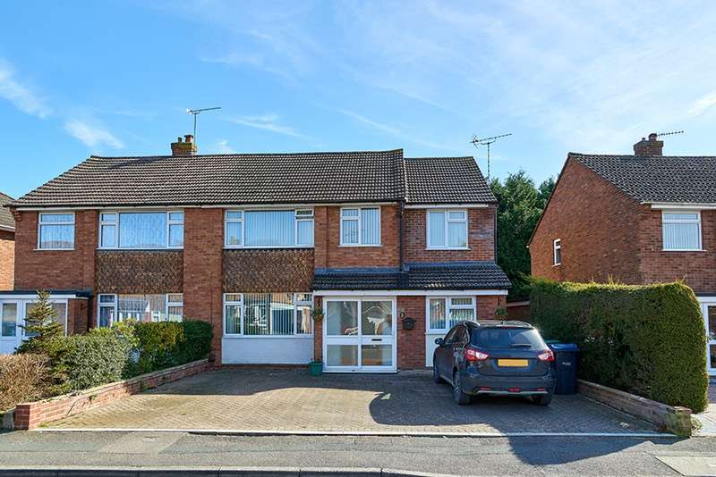 4 Bedrooms Semi Detached House for sale in parsons way, royal wootton bassett, Wiltshire, SN4