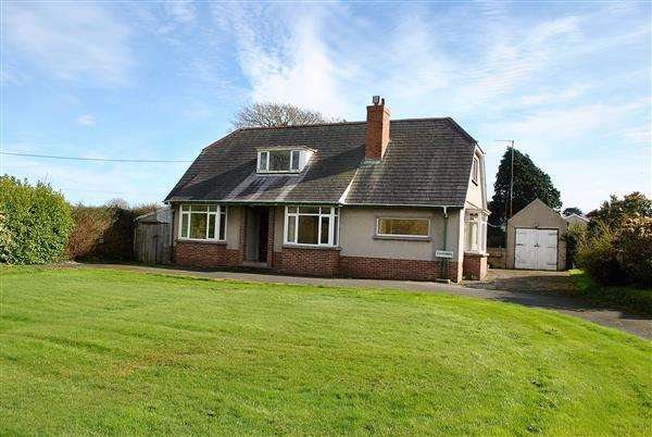 3 Bedrooms Detached Bungalow for sale in Charlwood, Holyland Road, Pembroke