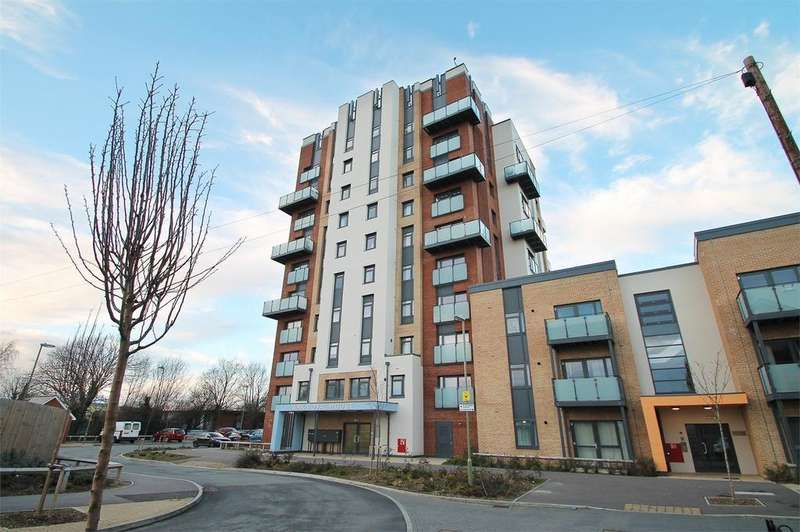 2 Bedrooms Flat for sale in Ark Royal House, Gosport, Hampshire