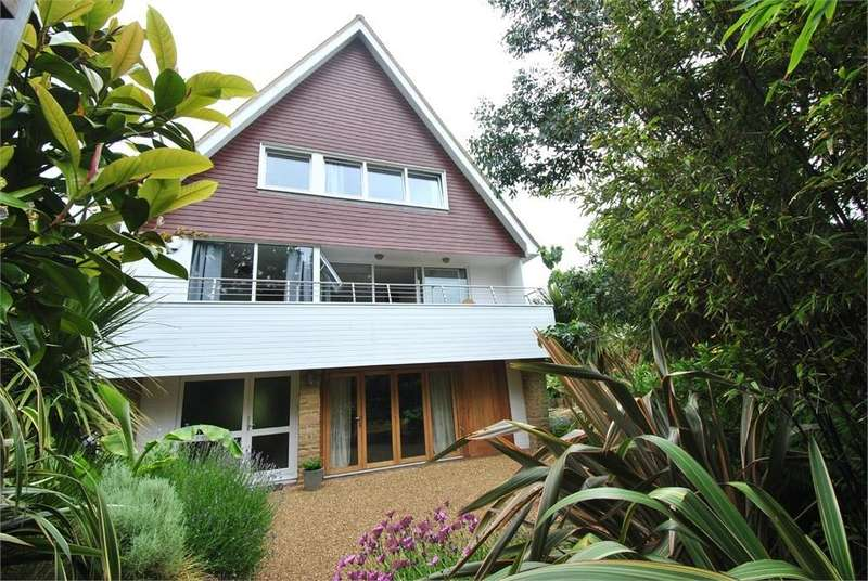 4 Bedrooms Detached House for sale in Maple Walk, BEXHILL-ON-SEA, East Sussex