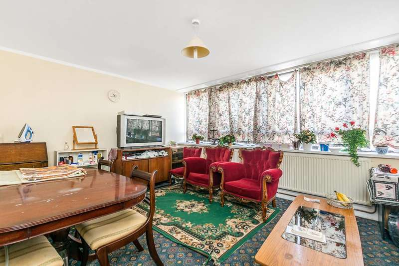 3 Bedrooms Flat for sale in Summerwood Road, Isleworth, TW7