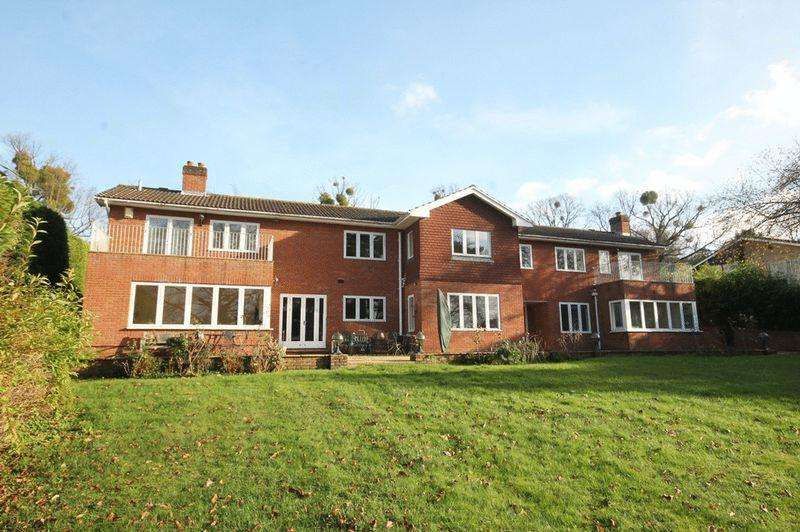 6 Bedrooms Detached House for sale in SOUTH LEATHERHEAD