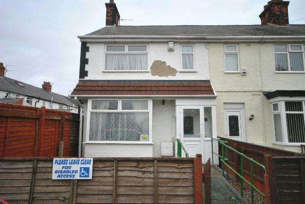 3 Bedrooms Terraced House for sale in Longfield Road, GRIMSBY