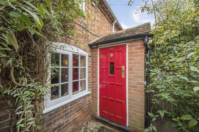 2 Bedrooms Cottage House for sale in Banbury Road, Stratford-Upon-Avon, Warwickshire
