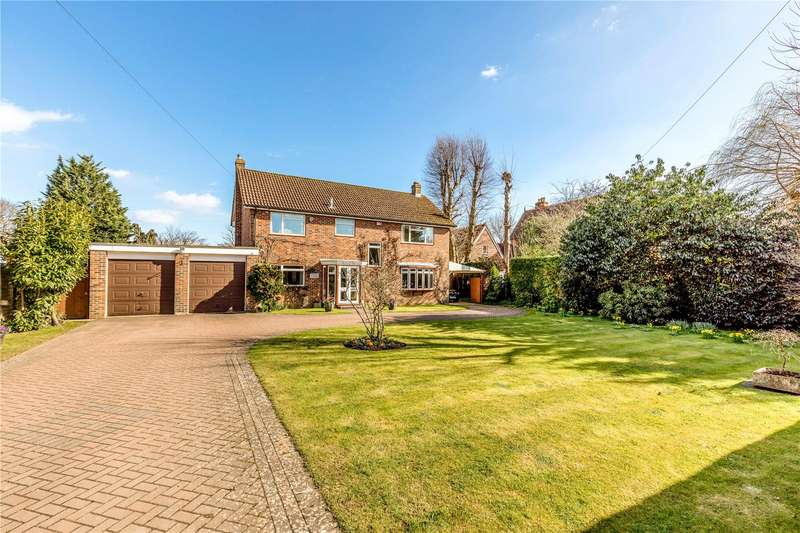 4 Bedrooms Detached House for sale in Broad Road, Hambrook, Chichester, West Sussex, PO18