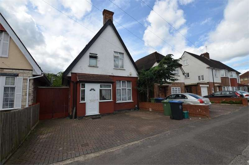 3 Bedrooms Detached House for sale in Park Road, Wembley, Greater London