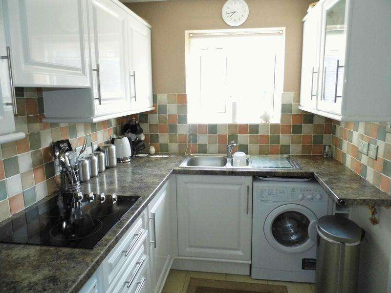 2 Bedrooms Ground Flat for sale in Quarry Street, Heaton Village. BD9 4BS