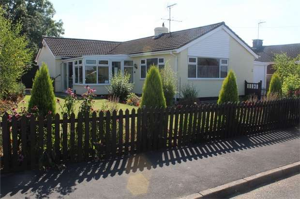 3 Bedrooms Detached Bungalow for sale in Rainsborough Gardens, Market Harborough, Leicestershire