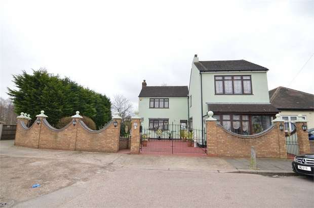 4 Bedrooms Detached House for sale in Beaconsfield Road, Enfield, Greater London
