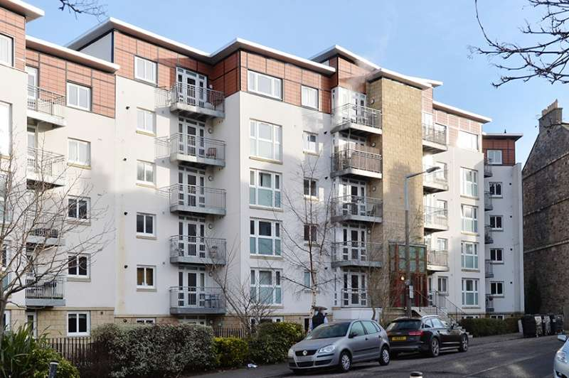 3 Bedrooms Flat for sale in Brunswick Road, Edinburgh, EH7 5GU