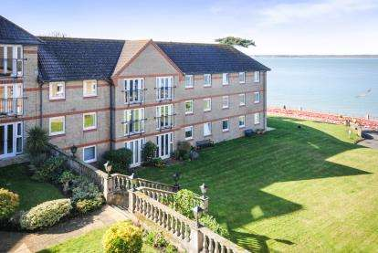 2 Bedrooms Flat for sale in Egypt Esplanade, Cowes, Isle Of Wight