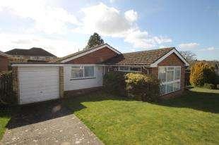3 Bedrooms Bungalow for sale in Pinewood Way, Midhurst, West Sussex