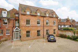 2 Bedrooms Flat for sale in Flat 6, East Street, Tonbridge, Kent