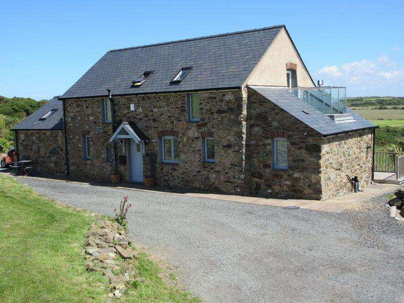 3 Bedrooms Detached House for sale in Rhydwyn, Holyhead