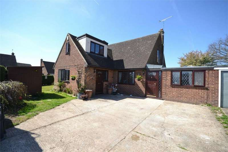 4 Bedrooms Link Detached House for sale in Scylla Close, Heybridge, Maldon, Essex