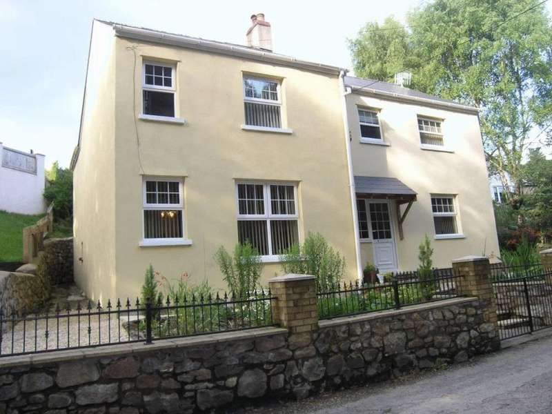 4 Bedrooms Detached House for sale in School Lane, Lower Harpers Road, PONTYPOOL, Torfaen