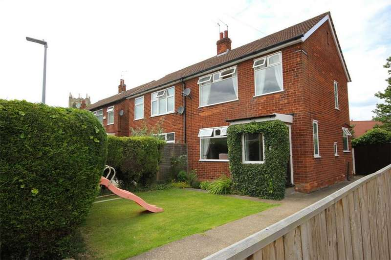 3 Bedrooms Semi Detached House for sale in Kirby Drive, Cottingham, East Riding of Yorkshire