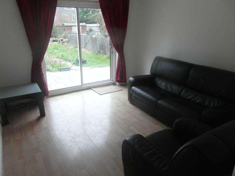 2 Bedrooms Apartment Flat for sale in Headstone Road, Harrow