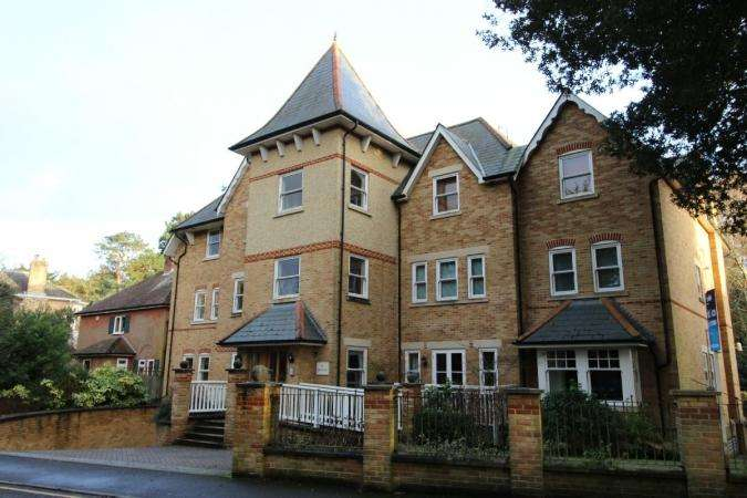 2 Bedrooms Flat for sale in Dean Park road, Dean Park