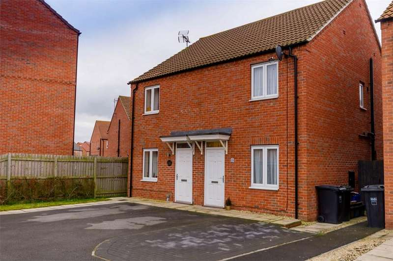 2 Bedrooms Semi Detached House for sale in Cedar Way, SELBY, North Yorkshire