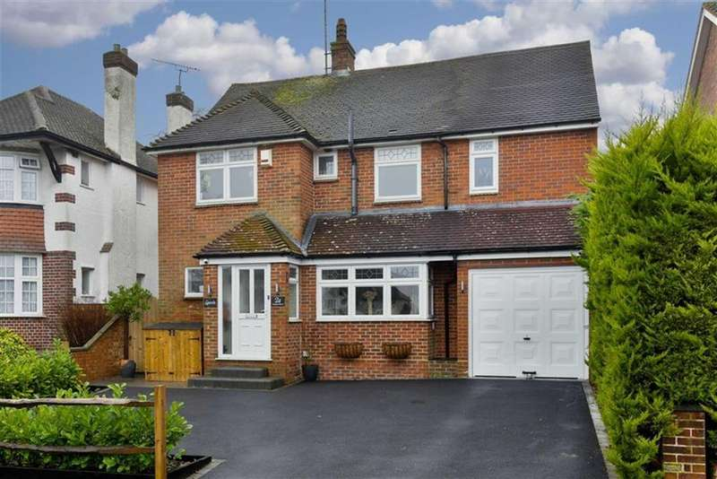 4 Bedrooms Detached House for sale in Castleton Drive, Banstead, Surrey