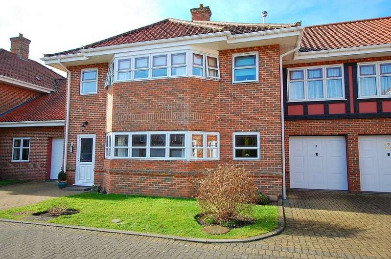 2 Bedrooms Ground Flat for sale in Sutherland Court Gardens, Cromer