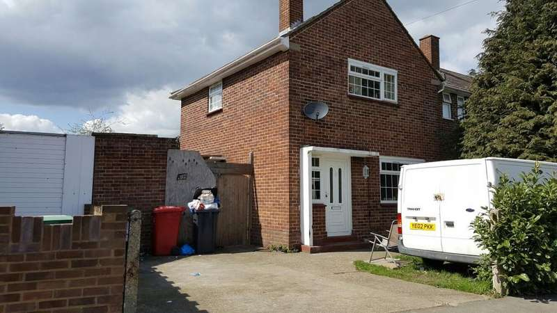 3 Bedrooms End Of Terrace House for sale in Knolton Way, Slough